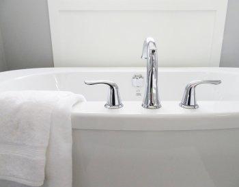 Какую ванну лучше выбрать для дома: размеры и материалы