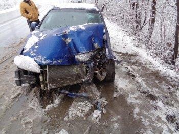 В Уфе автомобиль вылетел в кювет и врезался в дерево