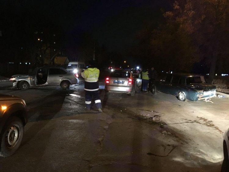 В Уфе пьяный водитель на «Гранте» протаранил припаркованный ВАЗ-2106