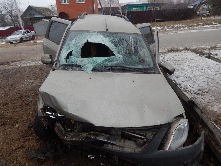 В Уфе пьяный водитель «Лады Ларгус» угодил в кювет, есть пострадавшие