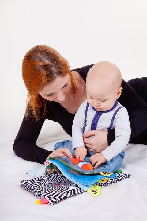 В Башкирии родители, которые не могут посещать ребенка в детдоме, зачитывают для малышей сказки