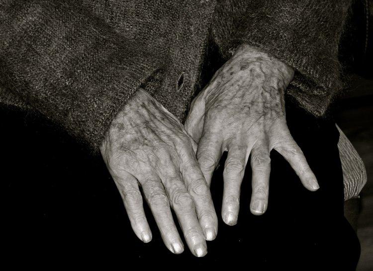 В Уфе 85-летняя пенсионерка забралась ночью на крышу дома и едва не замерзла насмерть