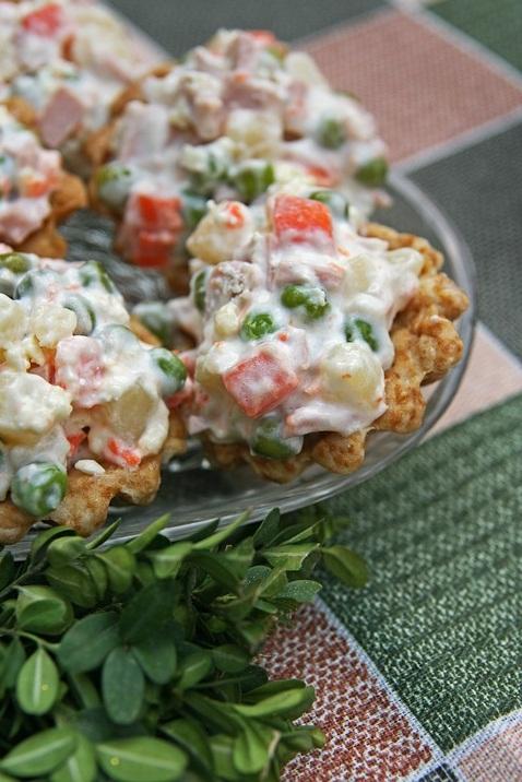 ТОП-10 рецептов салата «Оливье» для новогоднего стола - острый, хрустящий, грибной, рыбный
