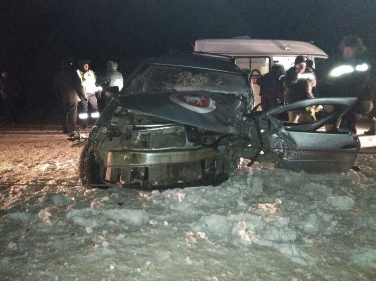В Башкирии столкнулись Lada Largus и Toyota Corolla: оба водителя травмированы