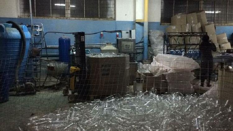 В Башкортостане выявили подпольное производство «незамерзайки», где трудились нелегалы