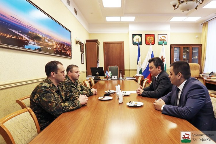 Глава администрации Уфы встретился с Героем России Николаем Злобиным