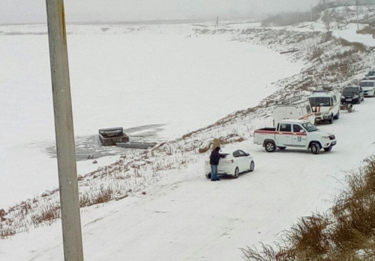 Страшное ДТП в Башкирии: грузовик провалился под лед на реке Белой