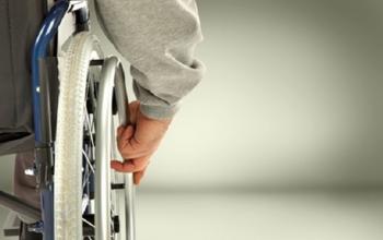 В Башкирии инвалид-колясочник живет в разбитом автомобиле