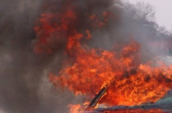 В Уфе возле Дома печати сгорела легковушка