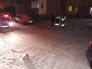 В Уфе 5-летний мальчик поскользнулся и попал под машину
