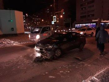 В Уфе на «встречке» столкнулись Nissan Qashqai и Kia Rio