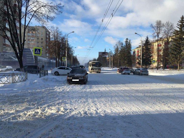 В Уфе автомобиль сбил женщину на пешеходном переходе