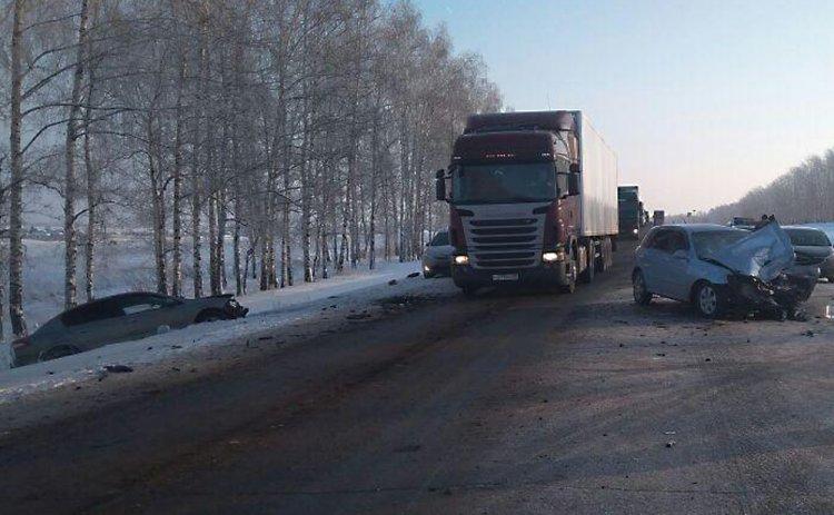В Башкирии столкнулись три автомобиля, есть пострадавшие