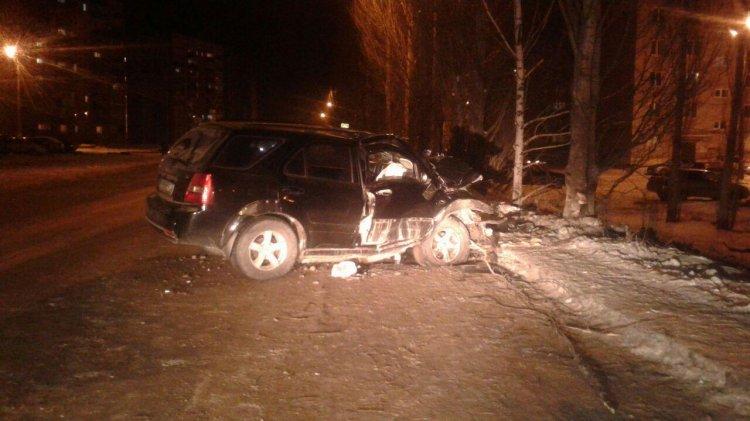 Страшное ДТП в Стерлитамаке: автоледи за рулем иномарки протаранила дерево