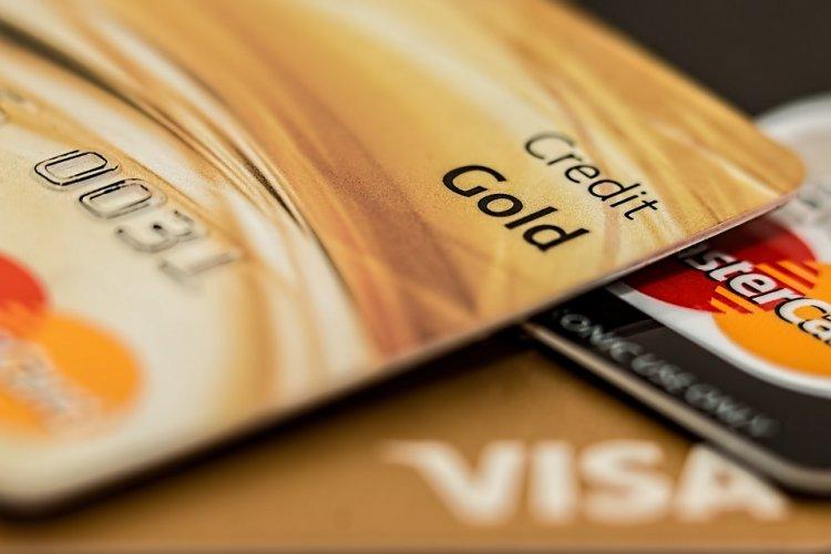 Россияне набрали кредиток и научились не платить банкам проценты