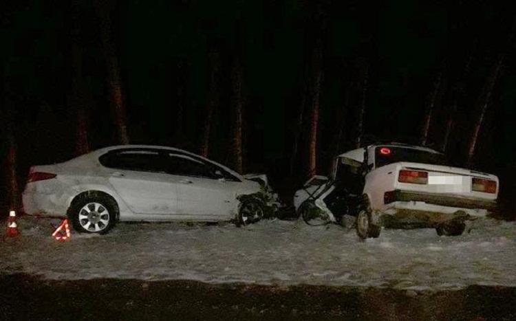 На трассе в Башкирии «Пежо» протаранил ВАЗ, погибла женщина-водитель