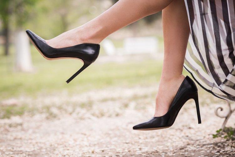 В России летом начнется эксперимент по маркировке обуви