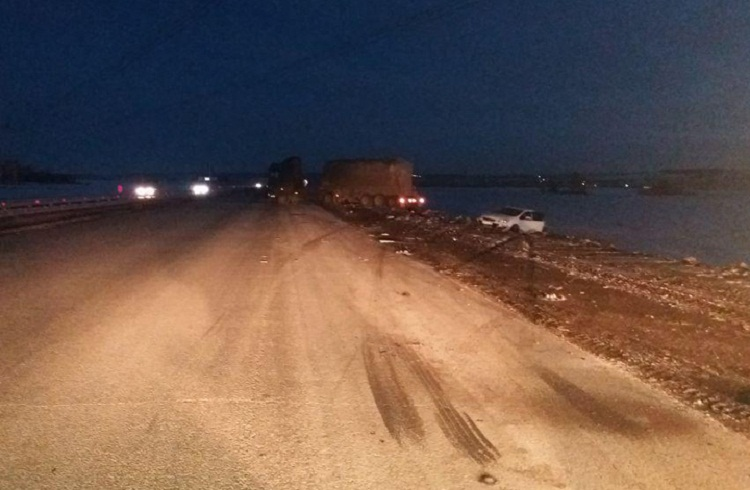В Башкирии водитель грузовика уснул за рулем и протаранил  Opel Astra