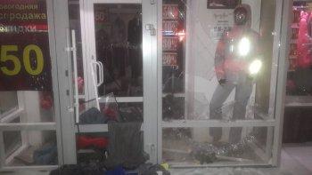 В Уфе сотрудники Росгвардии задержали невменяемого мужчину, пытавшегося спасти людей в магазине женской одежды