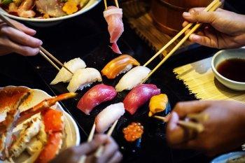 Любитель суши вытащил из себя полутораметрового червя