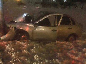 Пьяный водитель налетел на бордюр и электроопору в  Уфе