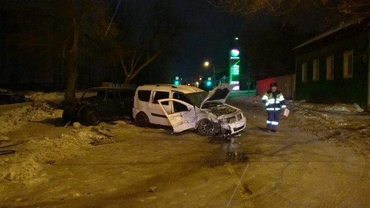 В Уфе столкнулись «Lada Largus» и «ВАЗ-2107»: пострадали 5 человек