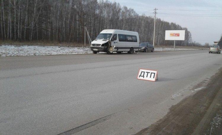 ДТП в Башкирии: водитель пассажирского автобуса протаранил легковушку