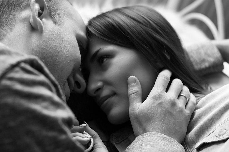 Женщины могут узнать о намерениях мужчины по его взгляду