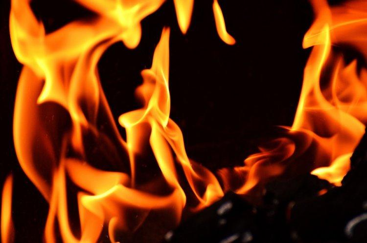 В Башкирии во время страшного пожара погибли 35-летняя женщина и ее 9-летняя дочь