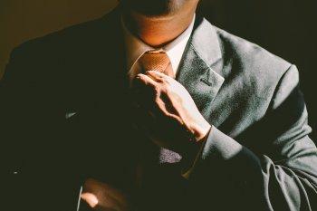Роскачество проверило 26 марок мужских костюмов и выявило нарушения в 50% случаев