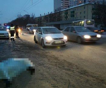 Утром в Уфе под колесами «Ford Focus» погиб 50-летний мужчина