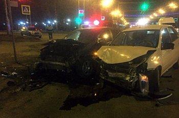 Три человека пострадали при столкновении двух машин в Уфе