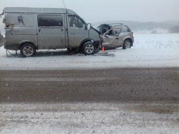 Четыре человека пострадали в столкновении трёх автомобилей в Стерлитамакском районе Башкирии
