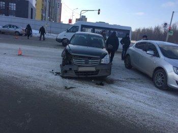 В Уфе при столкновении двух иномарок пострадала молодая женщина