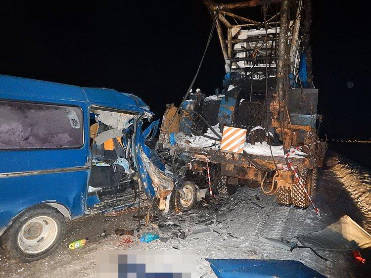 ВБашкирии маршрутка протаранила автокран: один человек умер, четверо пострадали