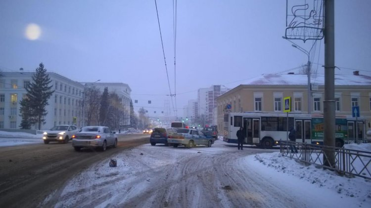 В Уфе в ДТП с автобусом пострадал 1,5 годовалый ребенок
