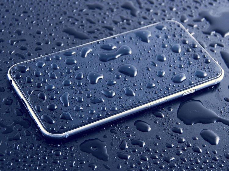 В Роскачестве назвали самые водостойкие смартфоны