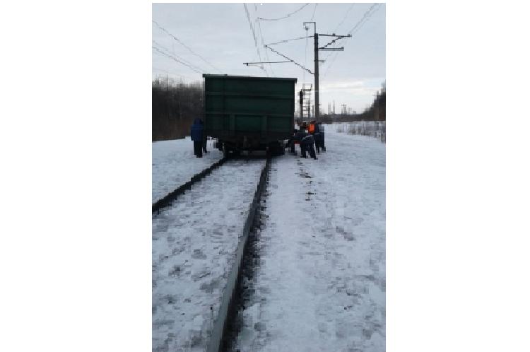 В Башкирии сошел с рельсов вагон грузового поезда, груженный углем