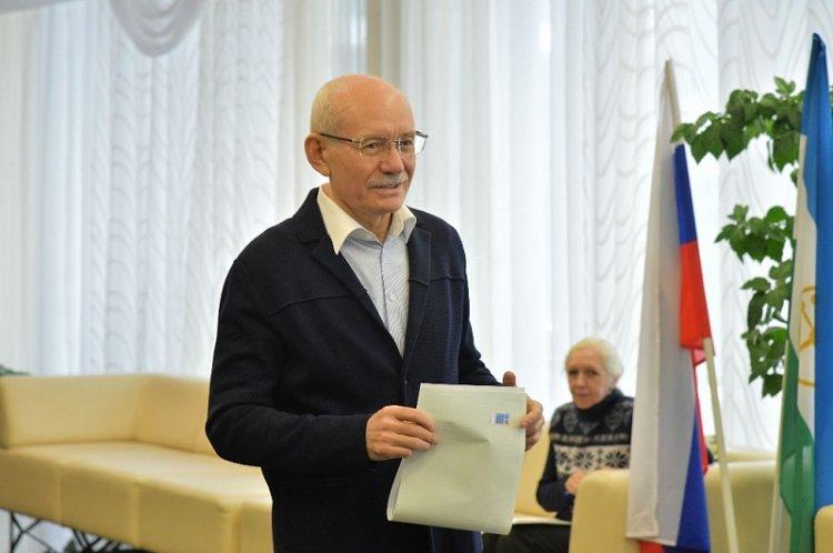 Глава РБ Рустэм Хамитов принял участие в выборах Президента России