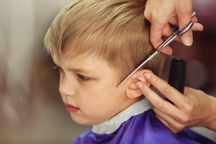 Почему родителям нельзя стричь своих детей?