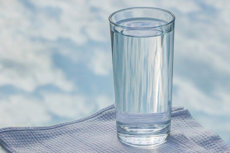 Поставьте стакан воды с солью в доме и, удивитесь, что произойдет через сутки