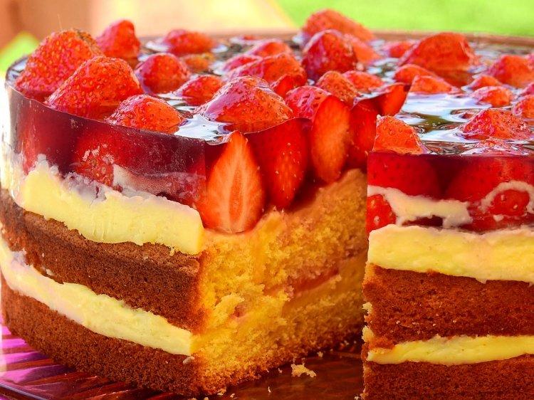 В Роспотребнадзоре предупредили об опасности покупки тортиков через Интернет