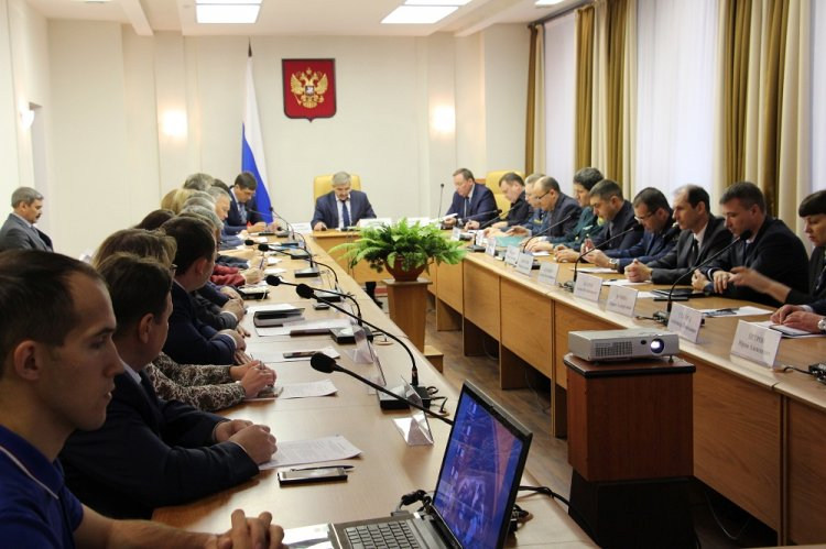 На совещании у Михаила Закомалдина обсудили пути решения проблем обманутых дольщиков