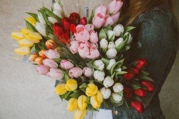 8 марта: Что подарить? Как отпраздновать?