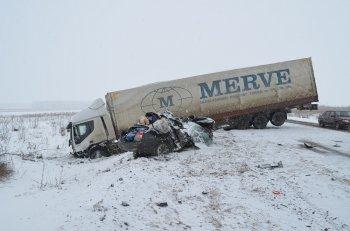 В жутком ДТП в Башкирии с двумя фурами погиб водитель «Hyundai Elantra»