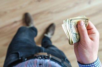 Почему нельзя давать мужчине в долг?