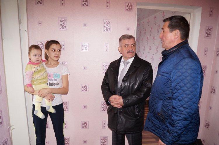 Михаил Закомалдин в Куюргазинском районе проинспектировал работу по обеспечению жильем детей-сирот