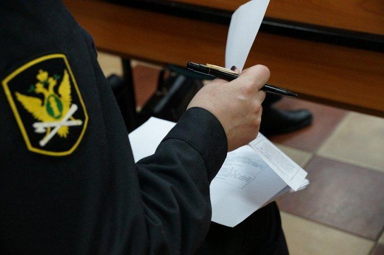 Россиянам дозволят  получать документы отприставов через госуслуги исмс