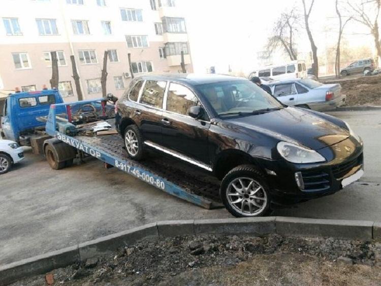У жителя Башкирии за долги по налогам арестовали Porsche