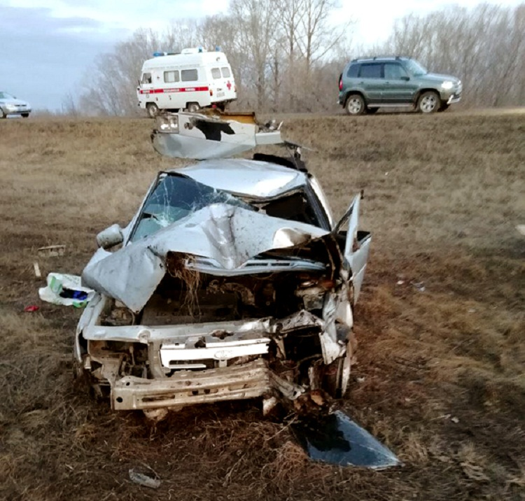 ДТП в Башкирии: водитель сбил своим ВАЗ-2112 дорожный знак и перевернулся в кювет